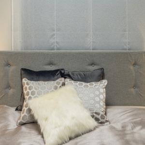 【コラム紹介】と最初にアートを飾るなら寝室がおすすめ、な理由