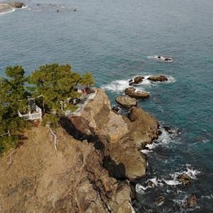 桂浜の竜王岬は実は地続きでは無く(ほぼ)独立した岩山です。だから竜王橋があるのです