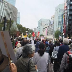 日本中がお祝いムードの中、高齢者サヨクが即位式反対デモ 暴れて逮捕者複数~ネットの反応「国旗に☓つけてる時点で、もう左右関係なく害悪というのがわかるわ」