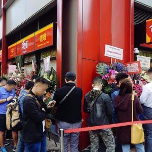 <良いアグネス>香港 アグネス・チョウさん「親中派企業が経営している『香港吉野家』を多くの香港人がボイコットしているため、今日オープンの『すき家』は昨日の夜から長い行列ができました(笑)』〜ネットの反応「俺も明日からすき家にするわ」
