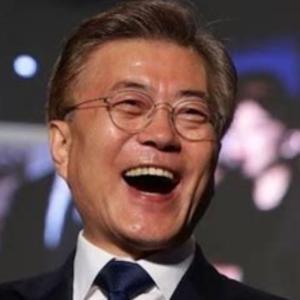 <韓国>辞意を表明した文在寅大統領の側近らは5人 中には文大統領の最側近の盧英敏(ノ・ヨンミン)秘書室長も~ネットの反応「不動産がらみ?」「なあに、ゴリゴリの北シンパを5人入れればよいだけw ムンちゃん頑張れw」