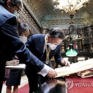 文在寅大統領がスペインの上院図書館で「朝鮮王国全図」を見て、「独島が韓国の領土であることを示す貴重な史料」と言った「独島の古地図」は、むしろ「韓国の嘘」をあばく動かぬ証拠だった=ネットの反応「あーあw 地図の于山島見て『独島』って言っちゃったもんねw」