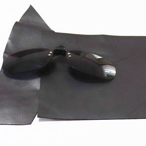 車のバイザーに着けるサングラスケース