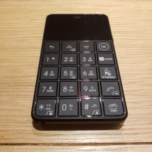 カードサイズSIMフリーケータイNiche Phone 4Gレビュー
