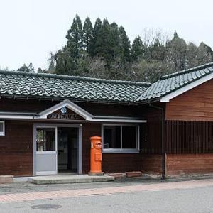 年齢は手や首に出ると言うけど、木造駅舎の場合は…