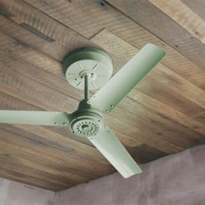 おしゃれなシーリングファンのおすすめ8選。木製のシーリングファンライトからレトロなデザインまで