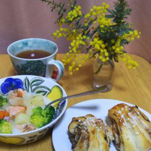 サーモンスープ&シナモンロール