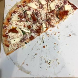 コストコで買ったピザは先に切ってラップして冷凍→魚焼きグリルでの調理が楽