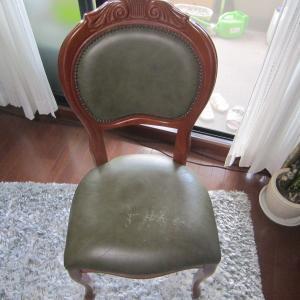 猫脚椅子の皮の張替えやっと完成