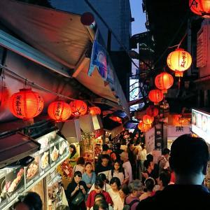すっかり暗くなりつつある九份の街を散策編-オカンと行く台北周遊旅行記ブログ-15