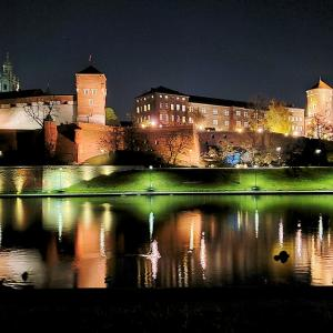 クラクフ夜の街でヴァヴェル城を眺める編-ポーランド旅行記-45