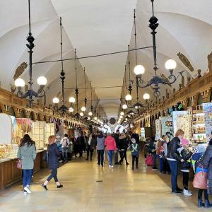 クラクフの織物会館がある広場ではスリに注意を!編-ポーランド旅行記-49