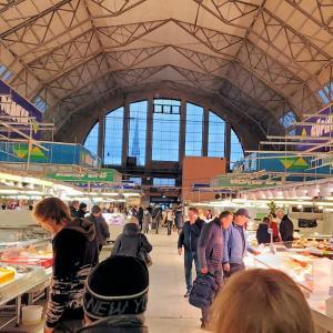 リガのスピーチェリ地域にある中央市場で新鮮な食材と出会う-バルト三国旅行記-4
