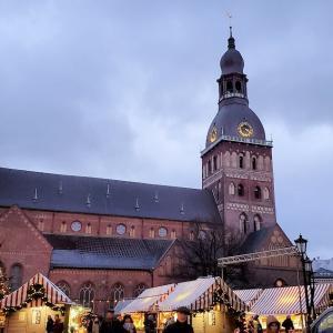 リガの世界遺産歴史地区でのクリスマスマーケットにてホットワインで乾杯-バルト三国旅行記-5