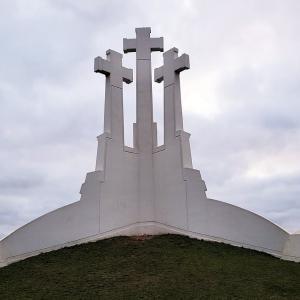 ヴィリニュスで聖ペテロ・パウロ教会と3つの十字架の丘を見学-バルト三国旅行記-11