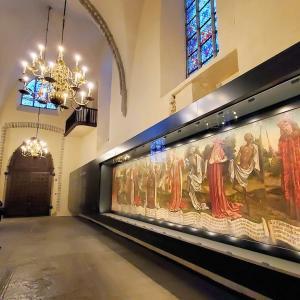 聖ニコラス教会でタリンの中世芸術作品である「死のダンス」を眺める-バルト三国旅行記-35