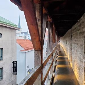 タリン旧市街に残る城壁を歩いて、中世の雰囲気を味わう-バルト三国旅行記-39