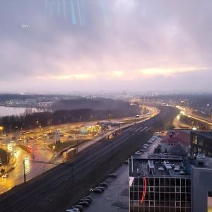 観覧車から夕暮れ時のタリンの街をじっくり眺める-バルト三国旅行記-41