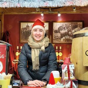 クリスマスマーケットでホットワインを飲むなら美女と一緒に?!-バルト三国旅行記-43