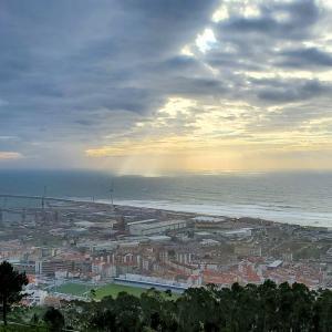 サンタルジア教会から大西洋を眺めて、ヴィアナ・ド・カストロの中心広場へ-ポルトガル旅行記-8