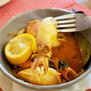 シントラで食べた、濃厚な魚介スープに入ったイカと海老料理がとても美味しかった-ポルトガル旅行記39