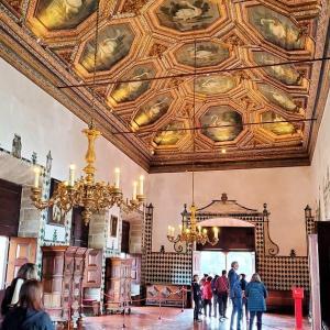 """シントラの街を一望した後は、王宮内の""""白鳥の間""""で天井に描かれた白鳥を眺める-ポルトガル旅行記40"""
