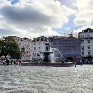 リスボン市内中心部のバイシャ地区の通りを散策して、大道芸人さんにもご挨拶-ポルトガル旅行記54