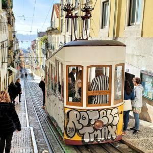 リスボンで大人気のリベイラ市場を見てから、ケーブルカー路線を散歩-ポルトガル旅行記55