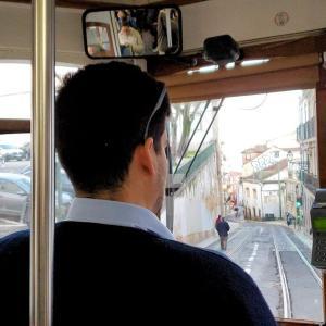 アマリア・ロドリゲスが眠る教会を眺めて、市電28番のレトロな車両で揺られる-ポルトガル旅行記62