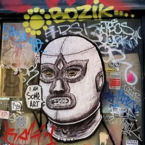 夜のリスボン市内をひたすら散策し、街中に描かれる落書きアートを眺める-ポルトガル旅行記63
