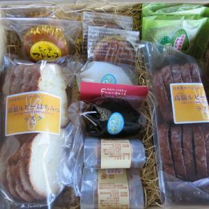 ヤマウラより株主優待のお菓子セットが届きました。
