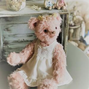 ピンクのクマさんはお洋服を着て(^^)