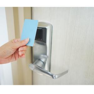 【ざつだん!】カードキーが部屋の電源になってるタイプのホテルって何なん?