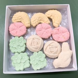 香川県琴平で現代の名工の菓子木型を使って名産品「和三盆」の干菓子作り体験!