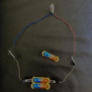 Z会 エブリスタディアドバンスト 理科 10月号  たくさんあるほど暗い⁈  豆電球