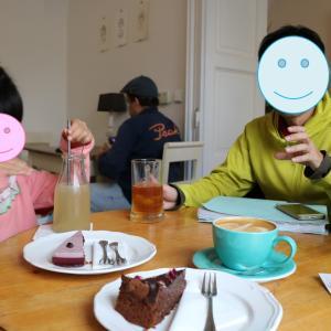 プラハ裏通りのカフェ「トリカフェ(Tricafe)」で究極のブルーベリーケーキに出会う(2019.9 子連れチェコ・ドイツ旅 #15)