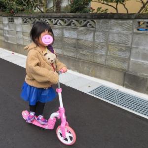 自転車の練習の前に、3歳からバイクキックボードはいかが