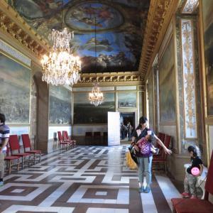 ストックホルムの世界遺産:ドロットニングホルム宮殿は建物内ベビーカーNG(1歳&4歳:子連れスウェーデン・フィンランド・エストニア旅 ♯15)