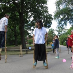 ストックホルム:スカンセン野外博物館でスウェーデンの竹馬に挑戦(1歳&4歳:子連れスウェーデン・フィンランド・エストニア旅 ♯85)