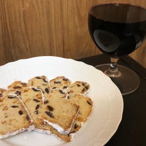 ワインやに合うケーキを取り寄せするなら、今はシュトーレン風クグロフ一択!