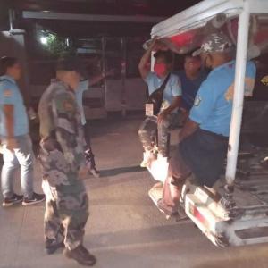 フィリピン全土の外出禁止令違反で7万人摘発