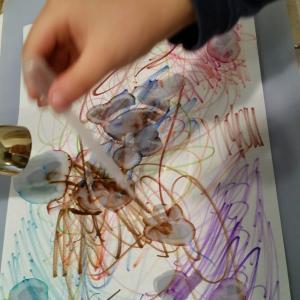 親子でアート~水彩ペンと水でアート