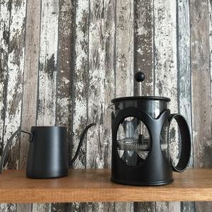 フレンチプレスで淹れる一杯のコーヒーで優雅な朝を迎える