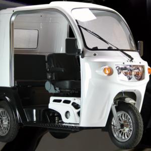 ゆくゆくは自動車の替わりにするため、APxTrikes125を購入。