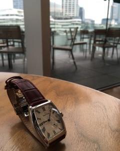 【時計を一つ持っている人は、何時だかわかる。時計を二つ持っている人は、正確な時間が分からない。】