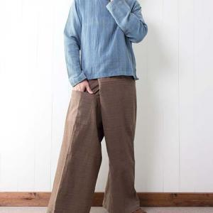 【新着】やさしい味わいの手縫いタイパンツと大人カジュアルなモン族ボーダースカート