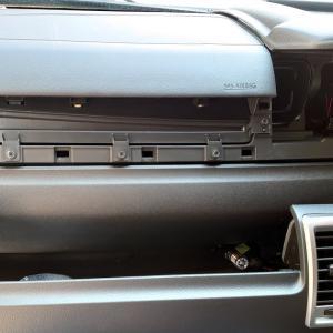 ハイエース200系ワイド 超簡単フロントパネルの外し方 カーナビの取り付けに