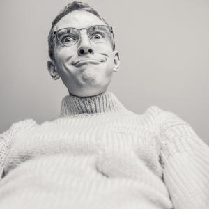上司の自慢話は部下のやる気を落とし、上司の失敗談は信頼感を築く