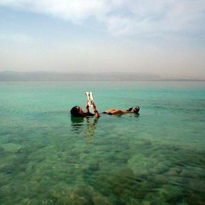 (112)ヨルダン◆死海でムスリム男の悲哀みる
