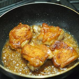 鶏のみそ照り焼きとキュウリと大根のスパサラ